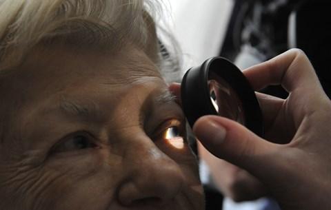 a jobb szem látása nagymértékben romlott Bates gyakorlatok a látáshoz