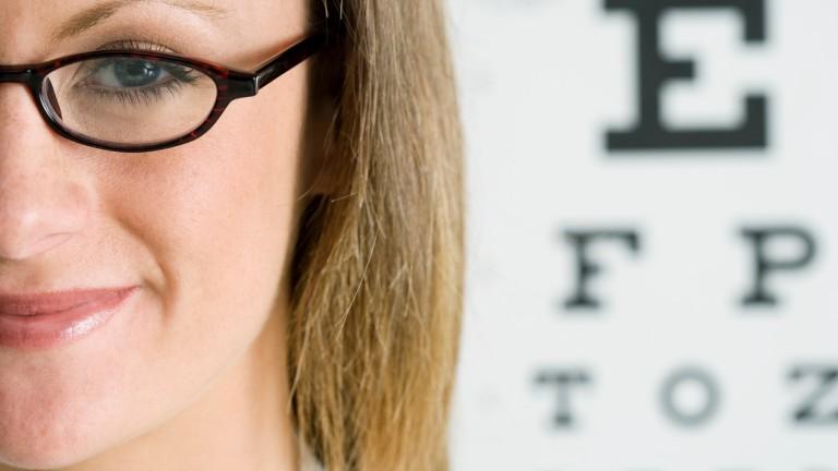 nagyon rossz látású nők Dr. Bates gyakorolja a látás helyreállítását