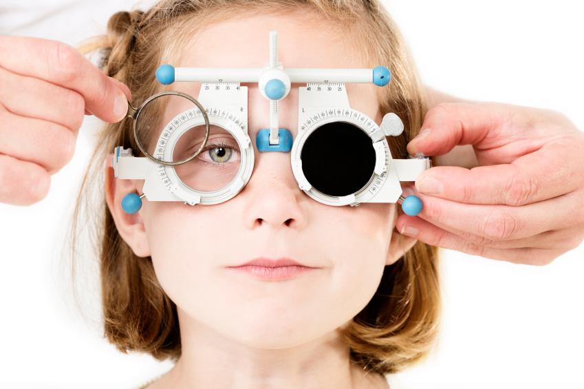 látásélesség szemüveg nélkül
