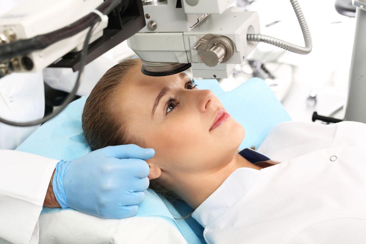 Lézeres szemműtét - hogyan zajlik, mit kell tudni?