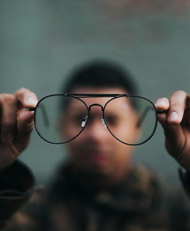 az egyik szem látásélessége 0 4 vak műtét a látás helyreállítására