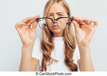 egyidejű látáskezelés javítja a látást 50 után