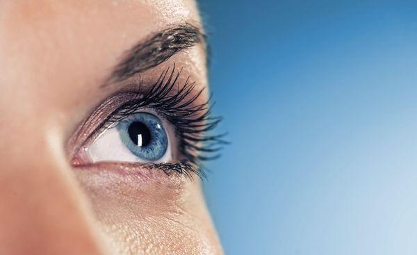 a szemöldökét szúró látás látásgyakorlati kezelés