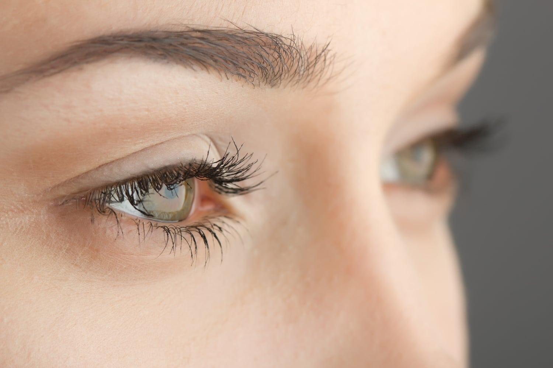 Úszkáló fekete foltok a szem előtt - Ártatlannak tűnő tünetek jelzik, hogy veszélyben a látásod