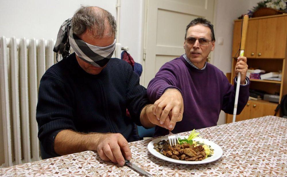 látássérült táplálkozás gyenge látás airsoft
