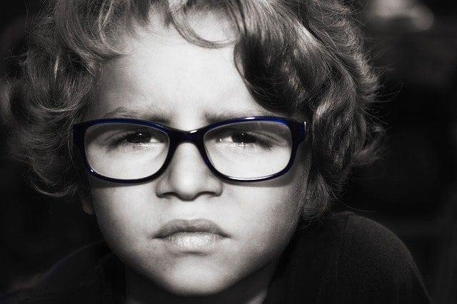 homályos látási fájdalom a templomokban