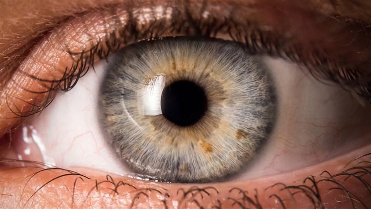 a látás elmosódik az egyik szemben
