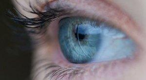 a szem homályosodni kezdett a szem homályosodni kezdett