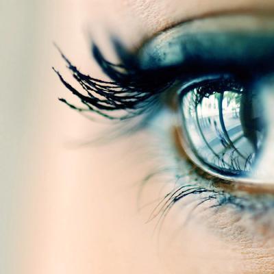 ahogy a látás mínusz 4-el látja az egyén jövőképe